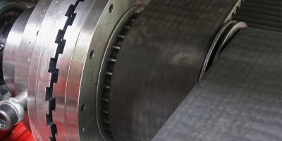 Dyno rolls linked axles synchronization
